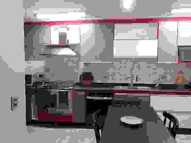 Lucia Helena Bellini arquitetura e interiores Modern kitchen Tiles White