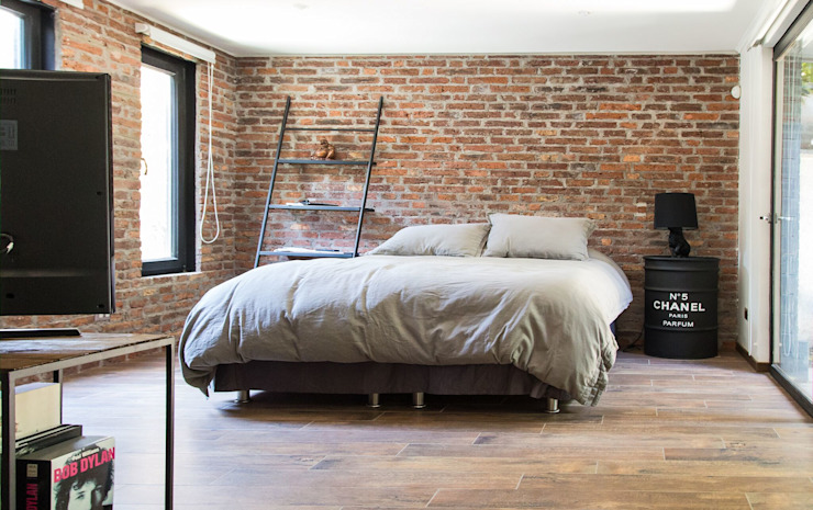 RENOarq Modern style bedroom Bricks Brown