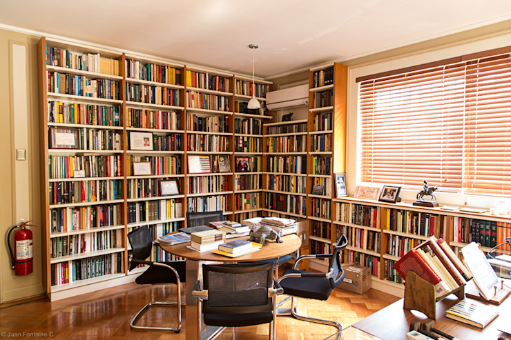 Sala con Biblioteca RENOarq Escuelas
