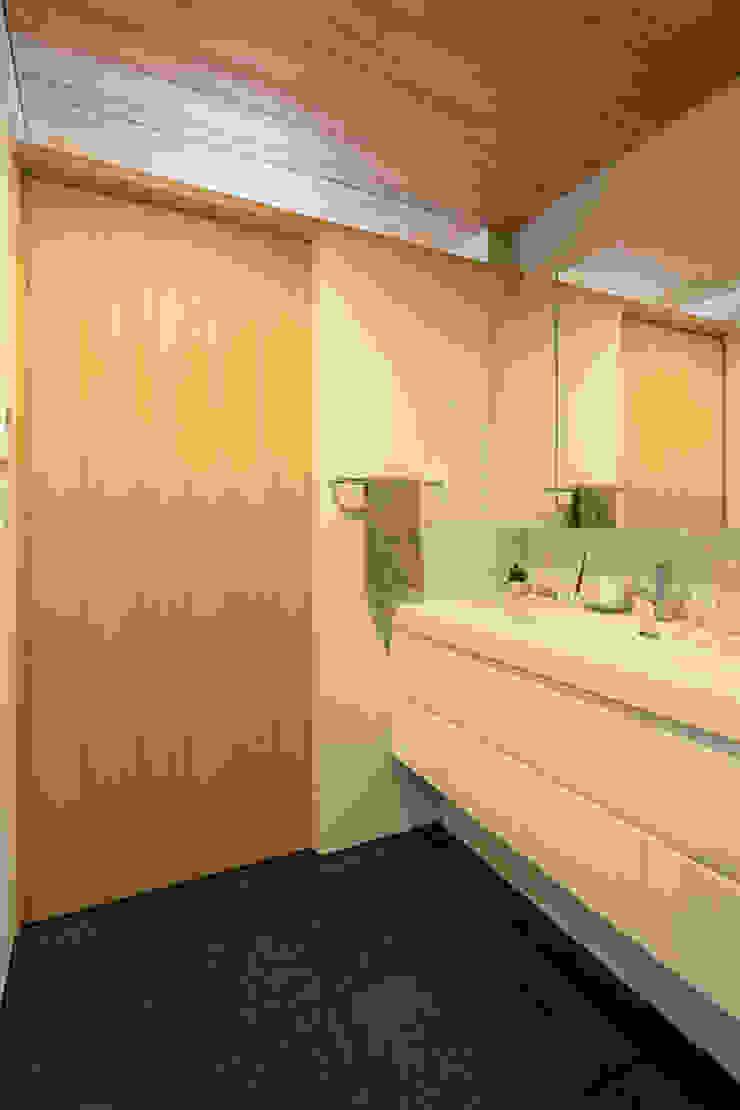 五藤久佳デザインオフィス有限会社 Eclectic style bathroom