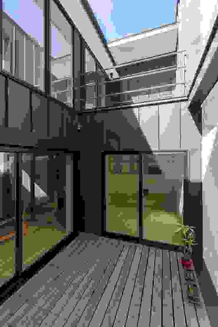 五藤久佳デザインオフィス有限会社 Eclectic style balcony, veranda & terrace