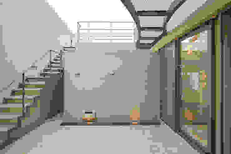 伊集院の住宅 モダンな庭 の アトリエ環 建築設計事務所 モダン