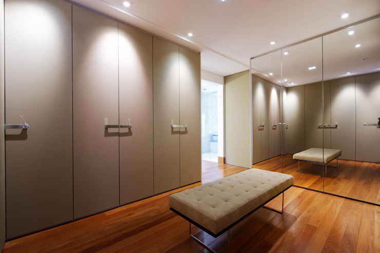 Dressing room by homify, Classic MDF