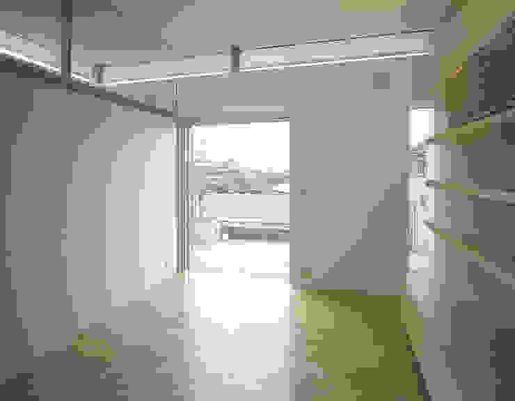 吉野町の住宅 アトリエ環 建築設計事務所 モダンデザインの 書斎