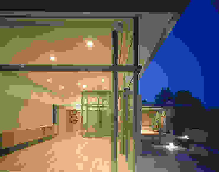 吉野町の住宅 アトリエ環 建築設計事務所 モダンデザインの テラス