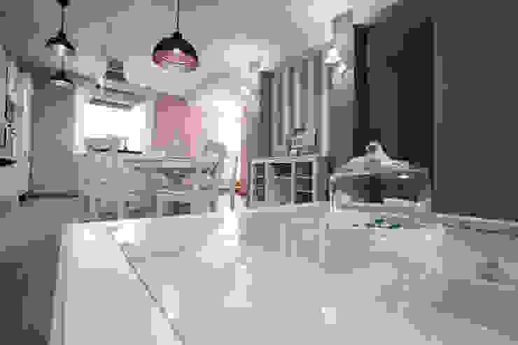 Appartamento Stile Shabby Chic Rustico T_C_Interior_Design___ Soggiorno in stile rustico