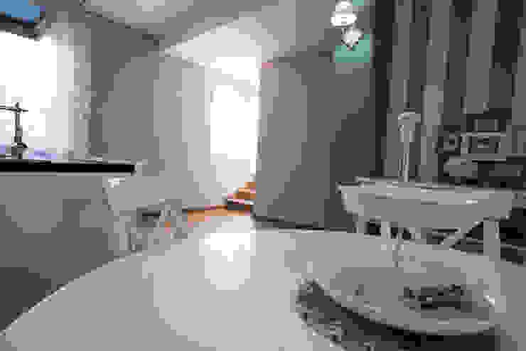 Appartamento Stile Shabby Chic Rustico T_C_Interior_Design___ Sala da pranzo in stile rustico