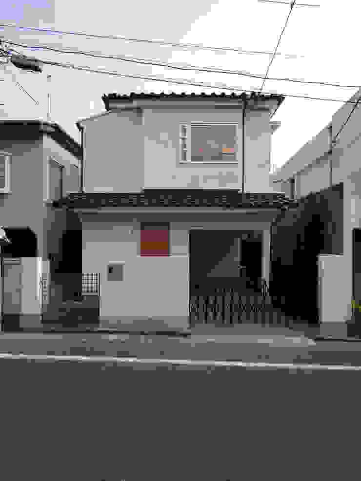アトリエ スピノザ Rumah Modern Kayu White