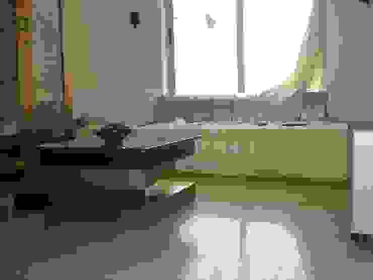 A retreat Apartment leisure room Modern media room by MRJ ASSOCIATES ARCHITECTS Modern