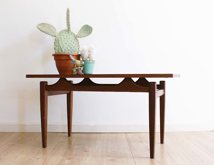 Kekke houten vintage salontafel. Jaren 60 tafel/coffee table met retro design van Flat sheep Scandinavisch Hout Hout