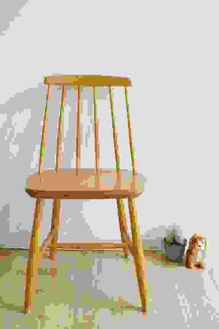Toffe vintage spijlenstoel van Nesto. Houten retro stoel met Scandinavisch design van Flat sheep Scandinavisch Hout Hout