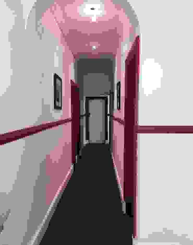 Hallway-  Before: minimalist  by Turquoise , Minimalist