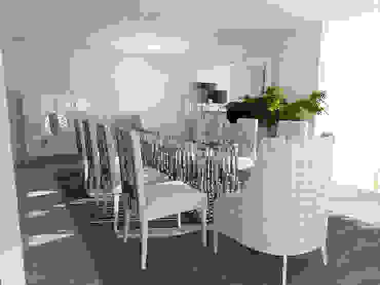 Minimalistic Dining Room Minimalist dining room by Movelvivo Interiores Minimalist