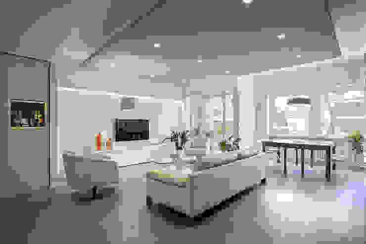 Salas de estilo moderno de studioQ Moderno