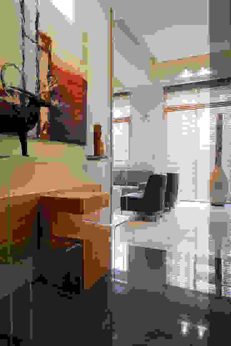 士林陳宅 現代房屋設計點子、靈感 & 圖片 根據 四一室內裝修有限公司 現代風 大理石