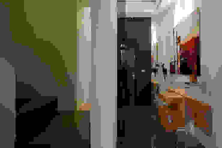 士林陳宅 現代房屋設計點子、靈感 & 圖片 根據 四一室內裝修有限公司 現代風