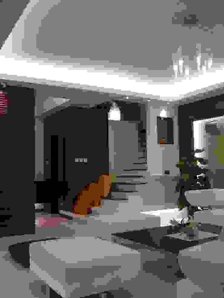 客廳 根據 云鼎設計/陳柏壽建築師事務所 簡約風