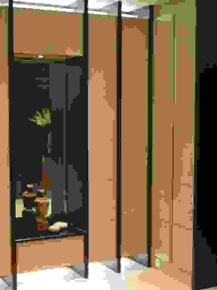玄關 現代風玄關、走廊與階梯 根據 云鼎設計/陳柏壽建築師事務所 現代風