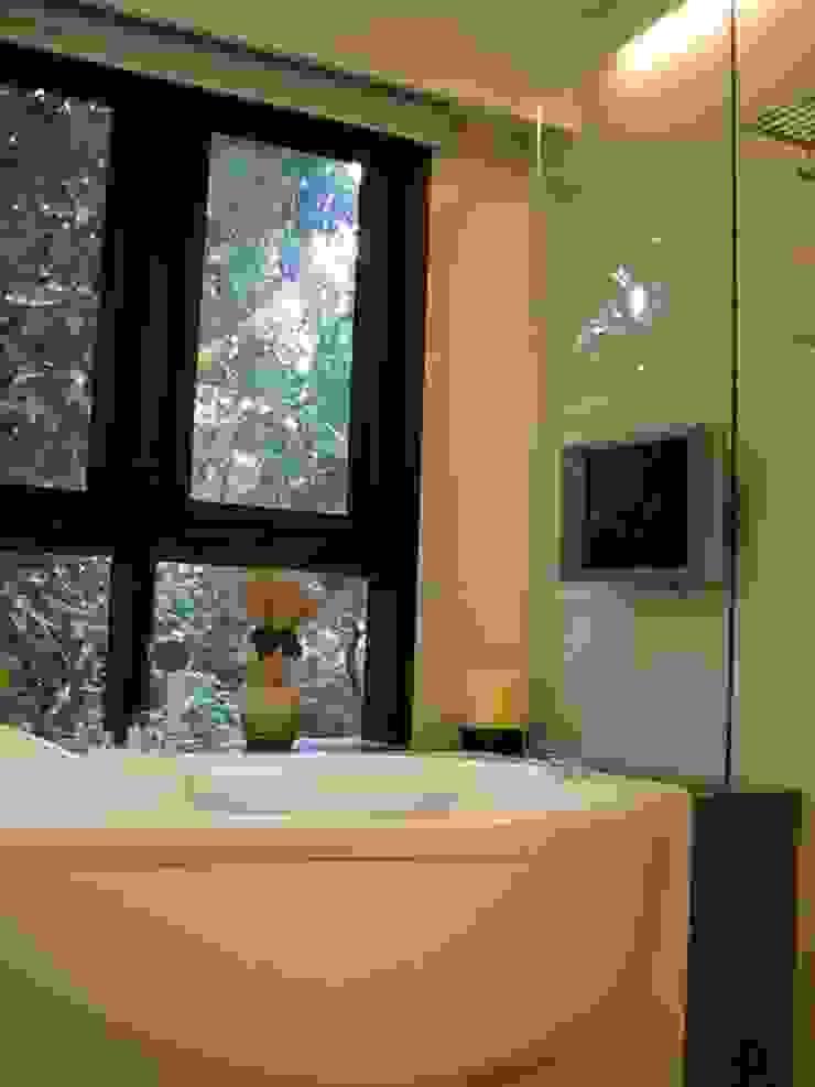 浴室 根據 云鼎設計/陳柏壽建築師事務所 古典風
