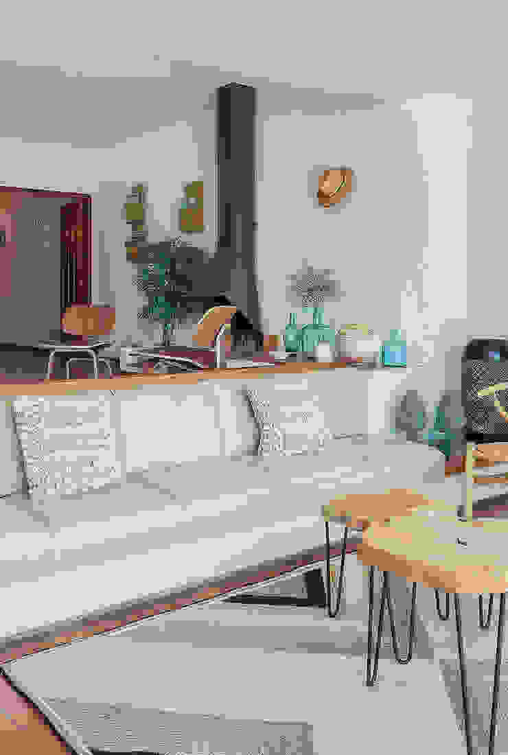 Living area Mediterranean style living room by Markham Stagers Mediterranean