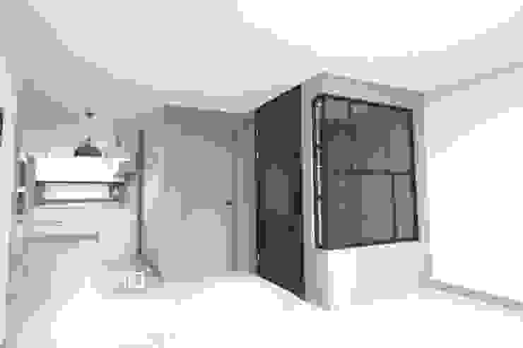 중문 모던스타일 복도, 현관 & 계단 by Design Studio Grid+A 모던