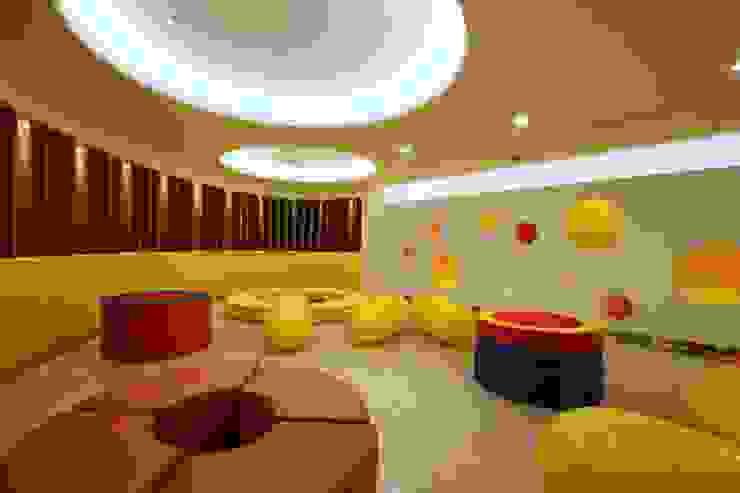 Salones de eventos de estilo moderno de 云鼎設計/陳柏壽建築師事務所 Moderno