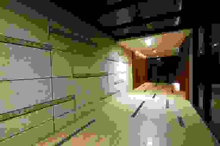 Galerías y espacios comerciales de estilo moderno de 云鼎設計/陳柏壽建築師事務所 Moderno
