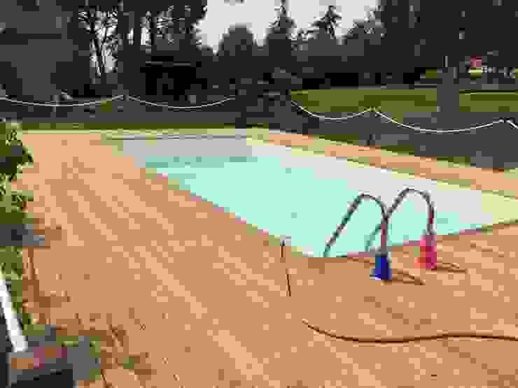 Accoya - Villa in campagna romana 2017: Piscina in stile  di Imola Legno S.p.A. socio unico,
