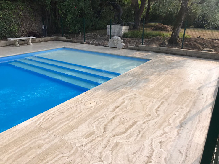 Posa pavimentazione piscina Gruppo Censeo S.r.l. Piscina moderna