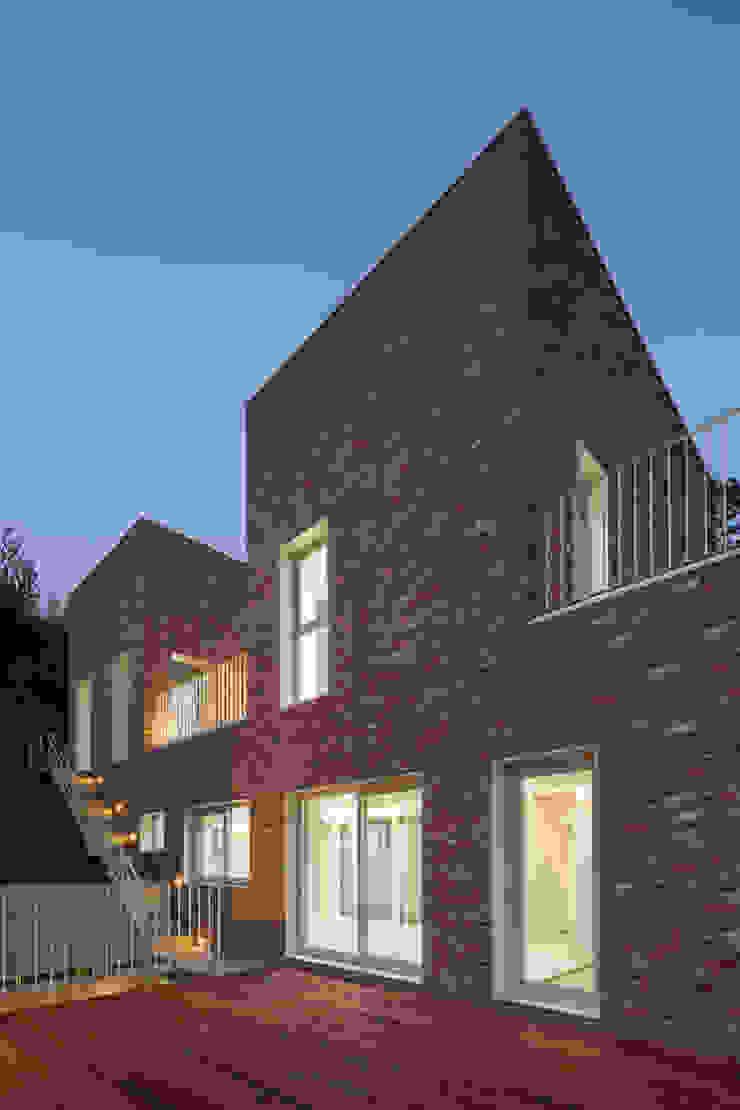 폴리하우스 Poly House 모던스타일 주택 by 건축농장 Farming Architecture 모던