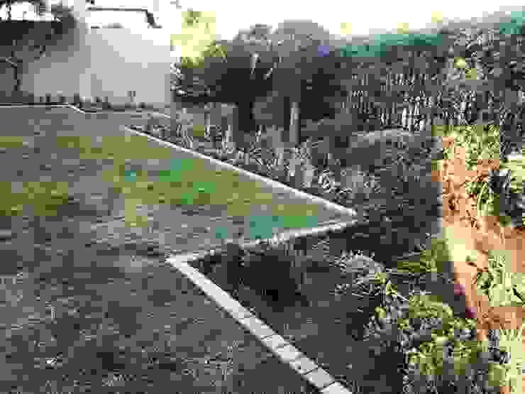 Acton Gardens Jardines de estilo ecléctico
