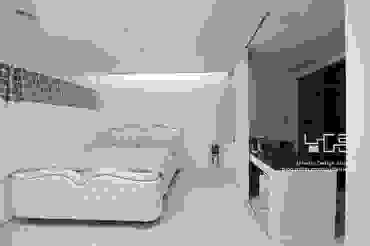 Modern style bedroom by 남다른디자인 Modern