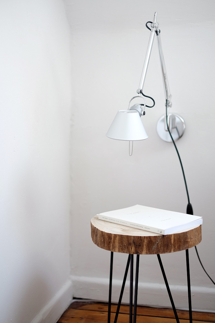 Table and lamp by Agarwal - homify Minimalist Wood Wood effect