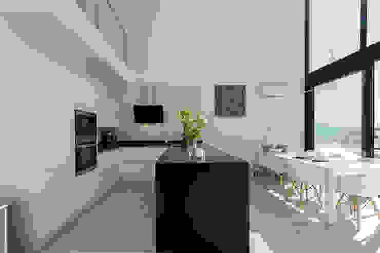 Cocina Home & Haus | Home Staging & Fotografía Cocinas de estilo minimalista Blanco