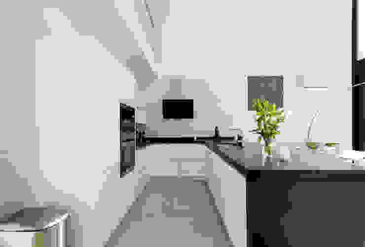 Blanco Cocinas minimalistas de Home & Haus | Home Staging & Fotografía Minimalista