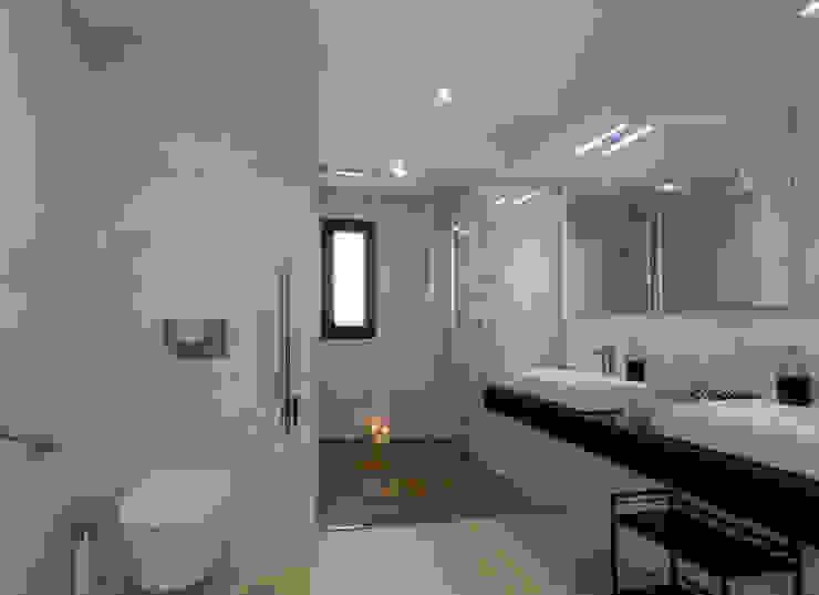 Home & Haus | Home Staging & Fotografía Minimalistische Badezimmer Weiß