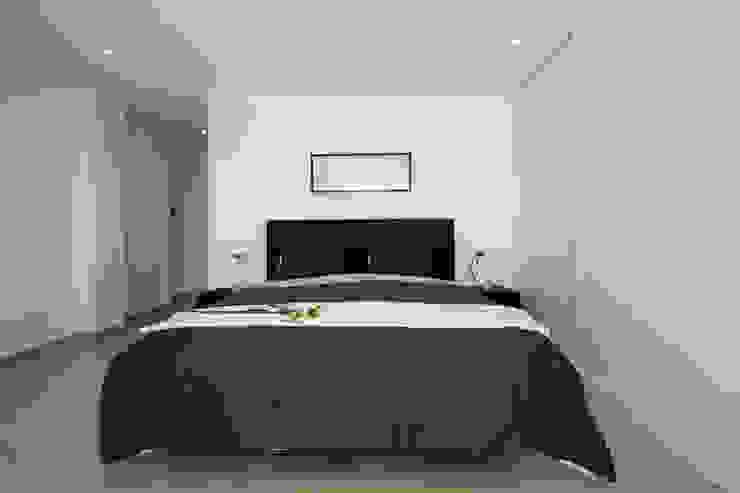 Home & Haus | Home Staging & Fotografía Minimalistische Schlafzimmer Weiß