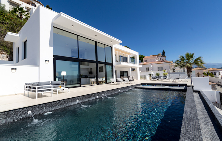 Home & Haus | Home Staging & Fotografía Infinity pool Weiß
