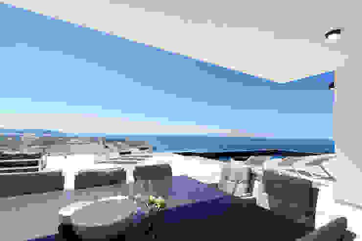 Home & Haus | Home Staging & Fotografía Minimalistischer Balkon, Veranda & Terrasse Weiß