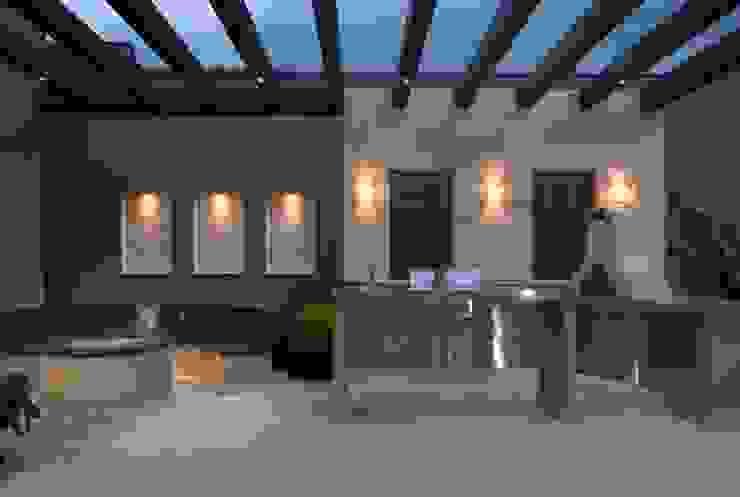 Rousseau Arquitectos Modern style balcony, porch & terrace