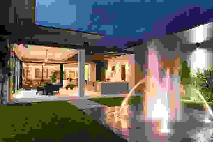 JARDÍN Jardines de estilo moderno de Rousseau Arquitectos Moderno