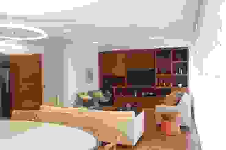 Salas de estilo moderno de daniela kuhn arquitetura Moderno