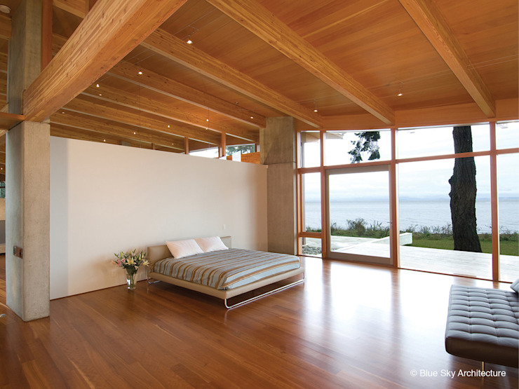 Miracle Beach House Modern Bedroom by Helliwell + Smith • Blue Sky Architecture Modern