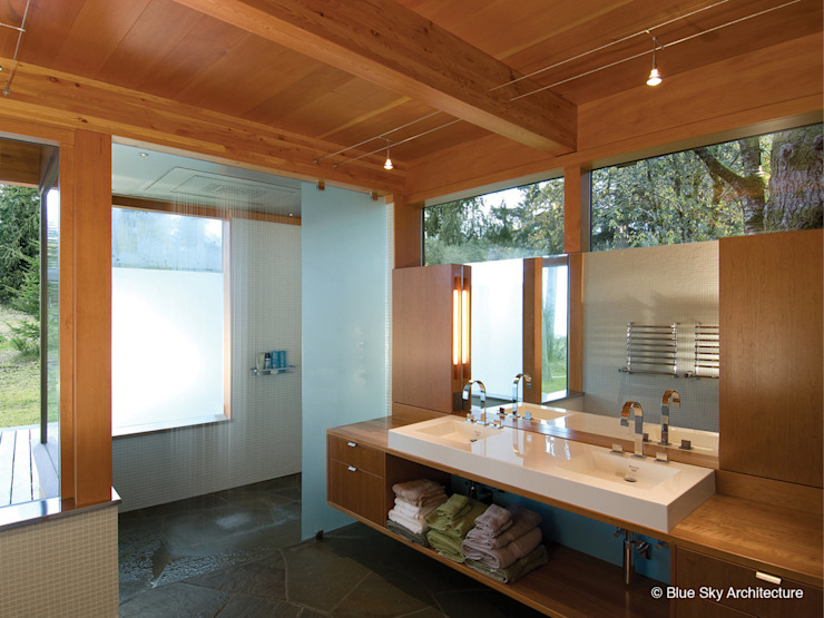Miracle Beach House Modern Bathroom by Helliwell + Smith • Blue Sky Architecture Modern