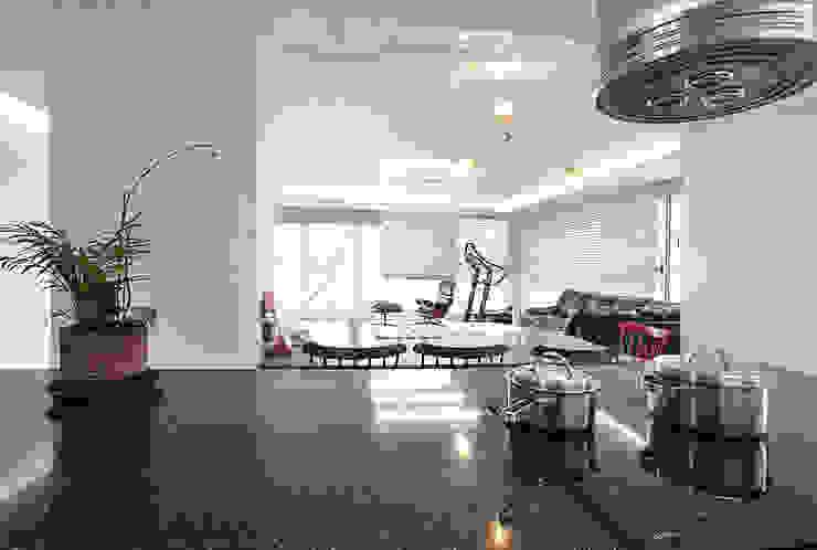 해외 휴양지 호텔같은 여름 인테리어 55평 아파트 실내 홈스타일링 모던스타일 주방 by 디자인 아버 모던