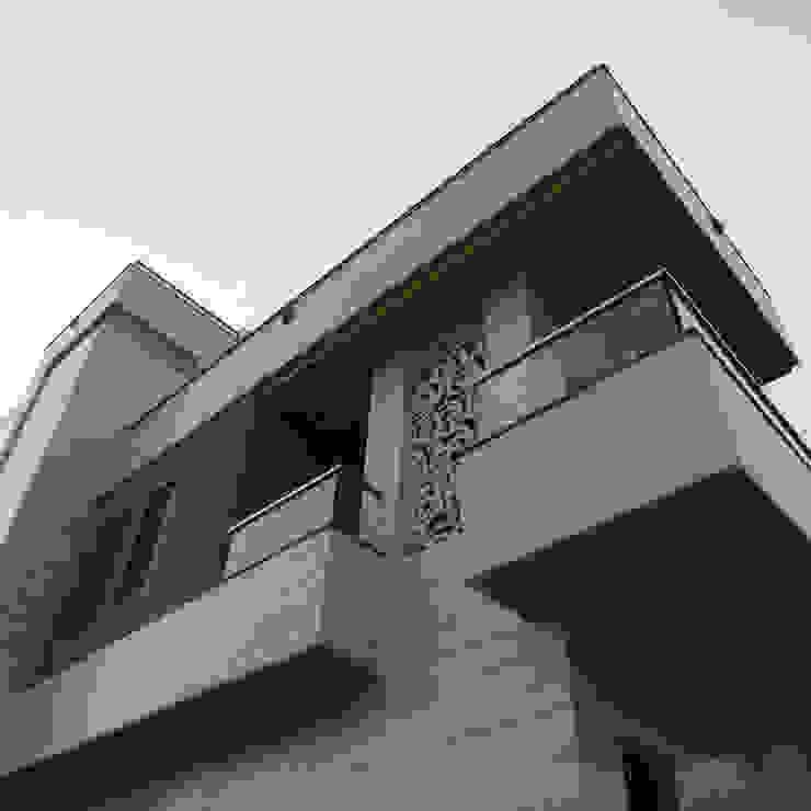 Residence For mr. Mukesh Khandelwal Minimalist walls & floors by umesh prajapati designs Minimalist