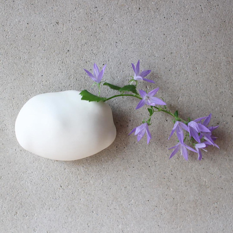 雲の壁掛け花器オブジェ: 陶刻家 由上恒美                                          Ceramic Sculptor  tsunemi yukami  が手掛けたミニマリストです。,ミニマル 陶器