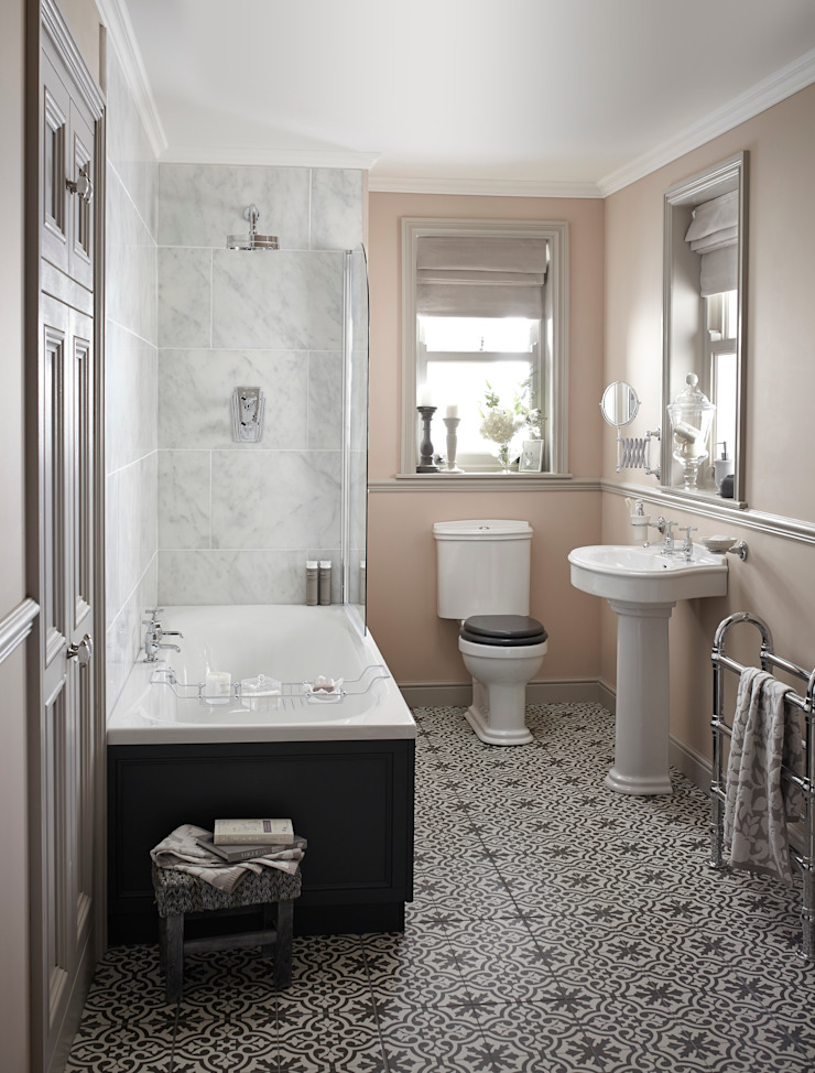 Claverton suite with fitted bath Classic style bathroom by Heritage Bathrooms Classic