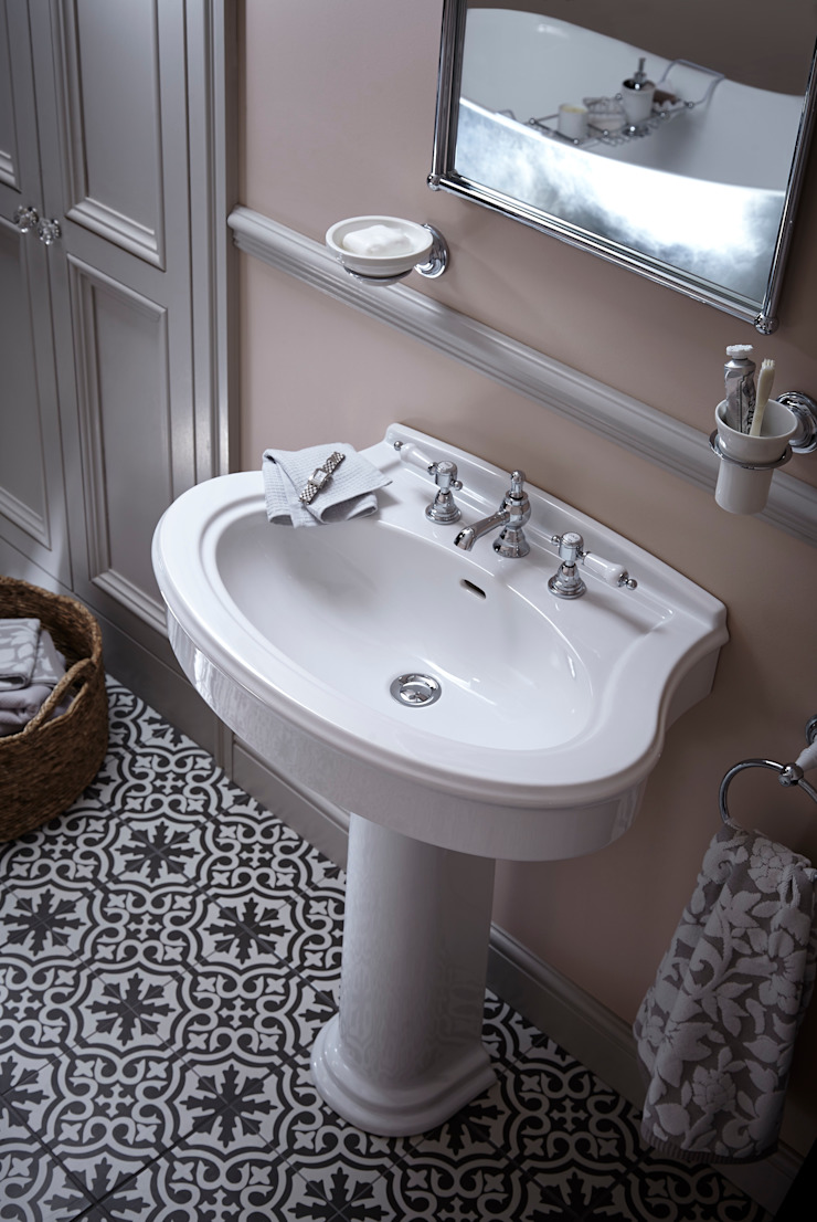 Claverton basin with Glastonbury taps Classic style bathroom by Heritage Bathrooms Classic