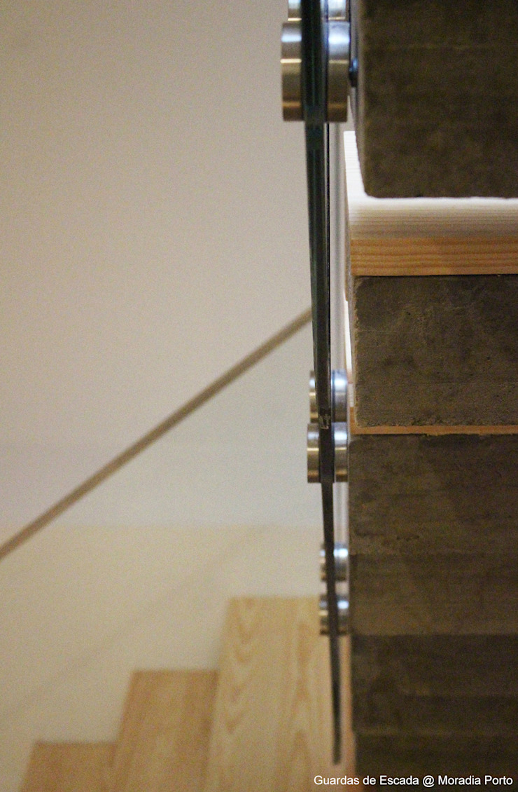 Sovinorte Pasillos, vestíbulos y escaleras de estilo moderno Vidrio Transparente